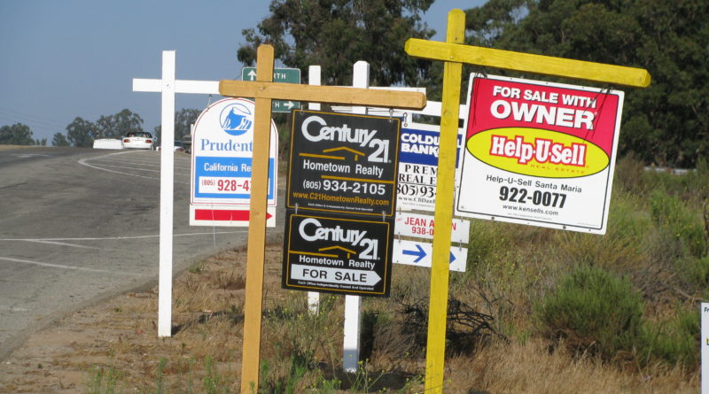 The Pros and Cons of Putting Up a For Sale Sign
